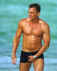 daniel-craig-grabbing-his-crotch1